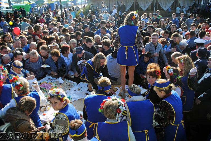 Покровская ярмарка-2015 в Запорожье. Битва за торт