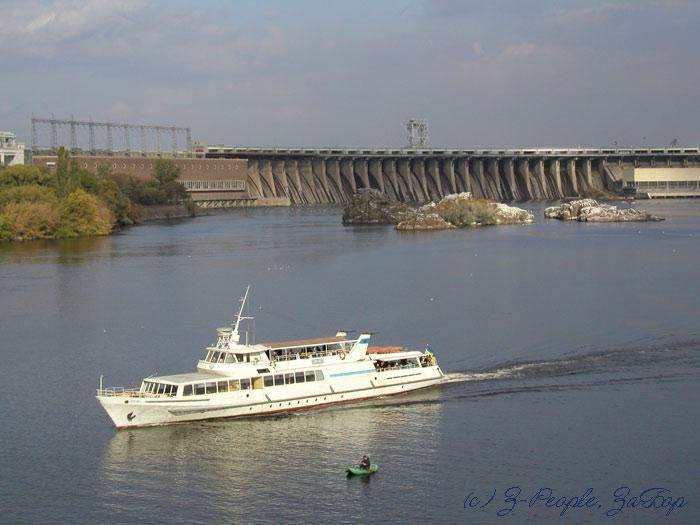 Река Днепр. Вид на Днепрогэс (Запорожье)