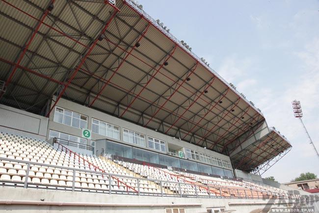 Стадион Арена Славутич (Запорожье), раздевалка.  Следующая фотография.