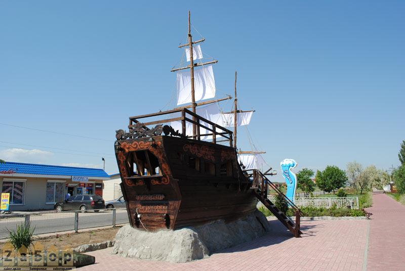 Яхта возле одной из баз на Пересыпи, Кирилловка