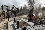 Осипенковское кладбище готовят к поминальном дню (Запорожье)
